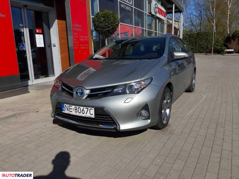 Toyota Auris 2014 1.8 99 KM