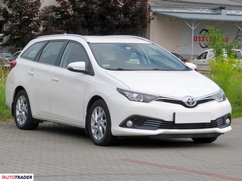 Toyota Auris 2015 1.6 109 KM