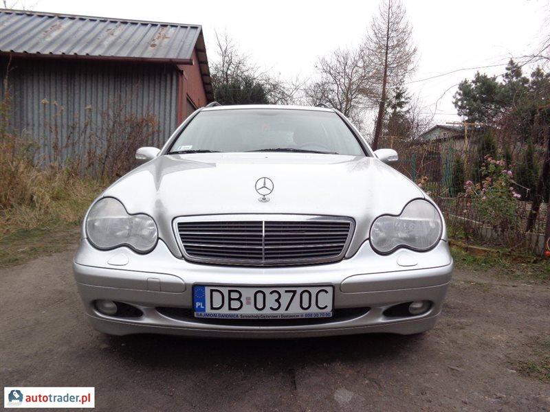 Mercedes 220 2002 2.1 143 KM