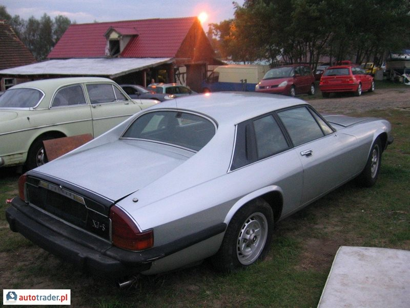 jaguar plc 1984 Results 1 - 41 of 41  1974 daimler sovereign 42 auto 4dr lwb jaguar xj6-series 2- genuine barn find  1984 daimler double six black lwb v12 series 111  around £20,000 of receipts ~ once owned by ici plc £1,99500.