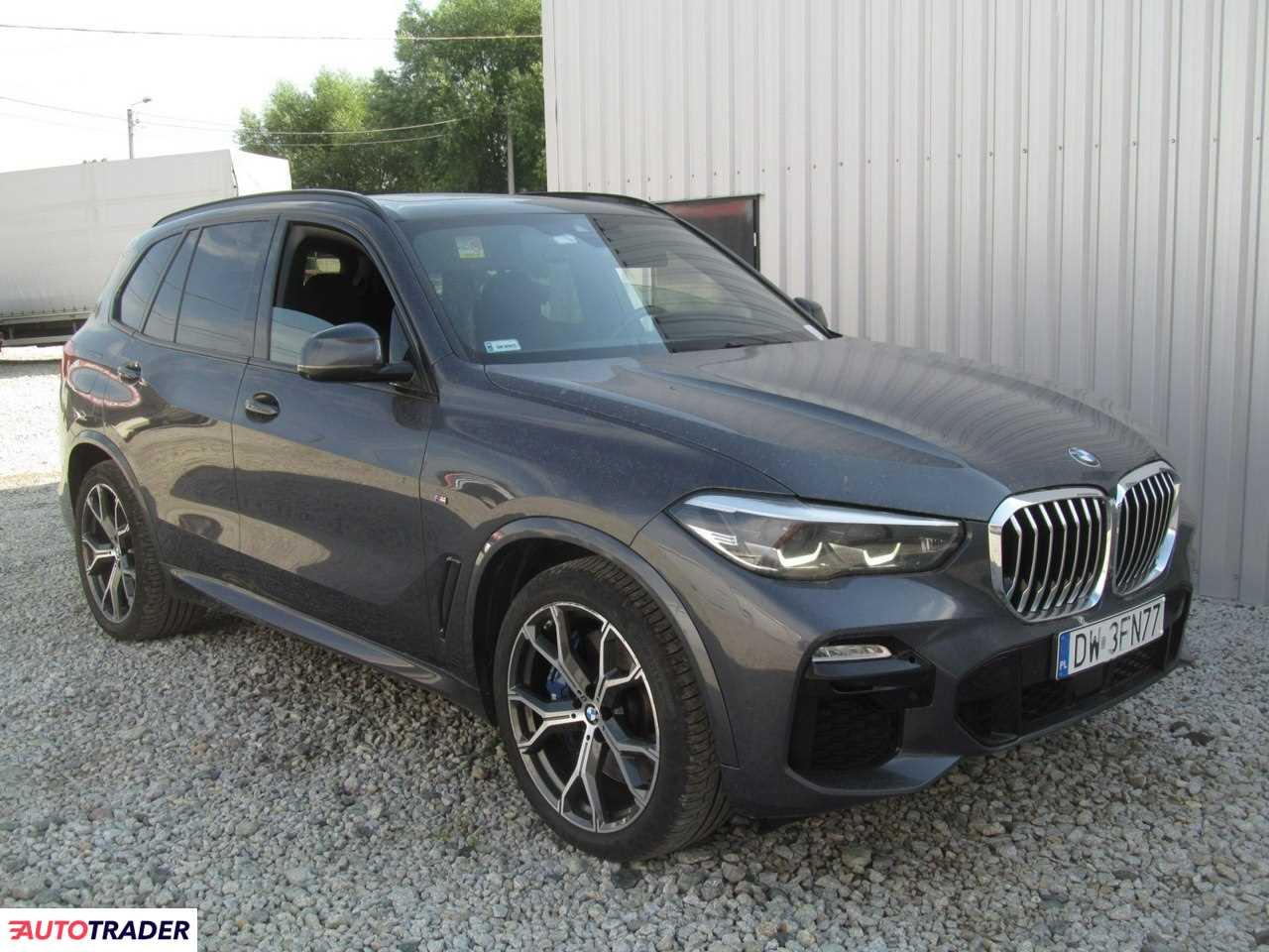 BMW X5 2019 3.0 265 KM