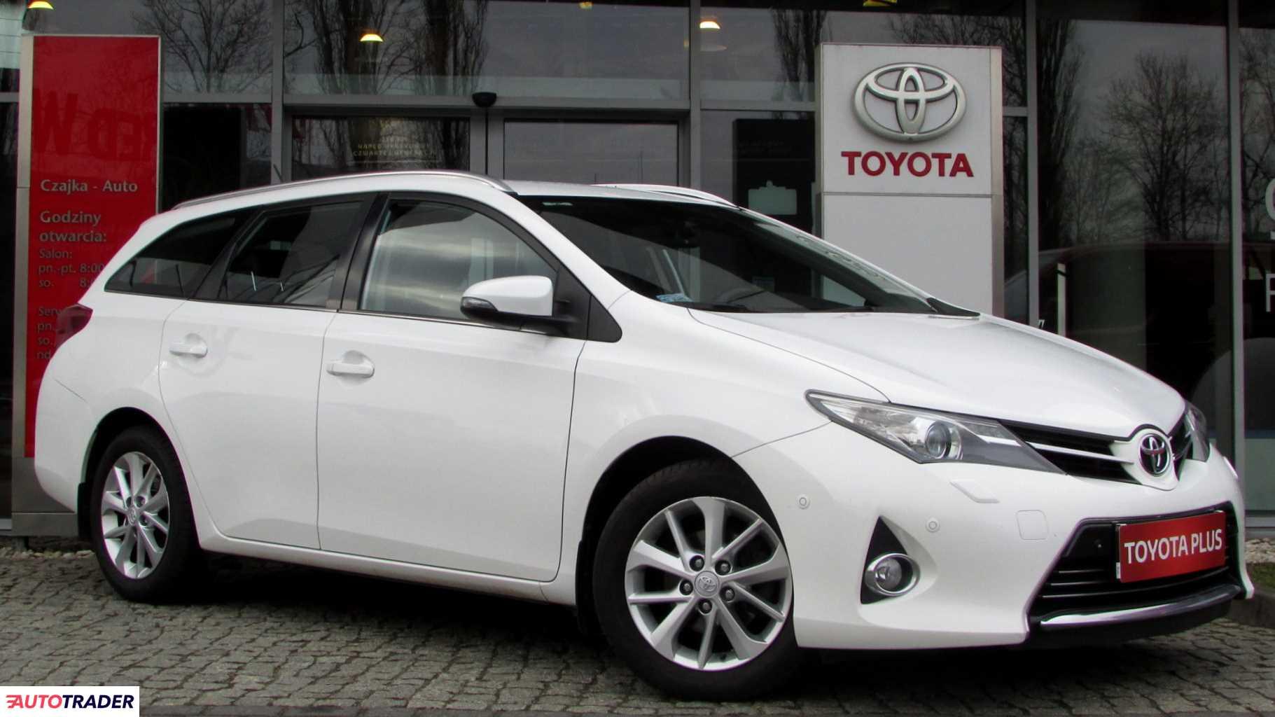 Toyota Auris 2014 1.6 132 KM