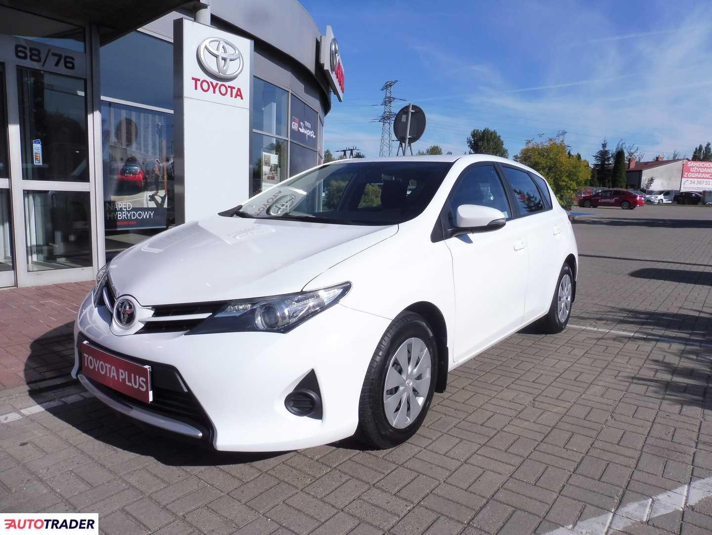 Toyota Auris 2014 1.4 90 KM