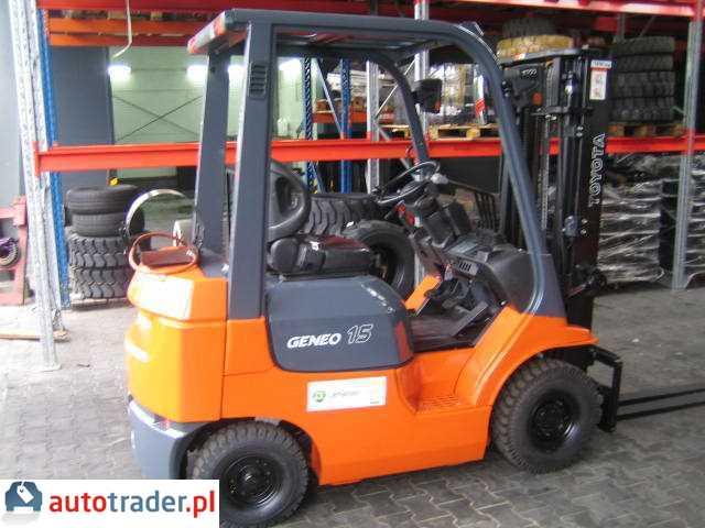 TOYOTA-z gwarancją 42-7FGF18-wózek widłowy 2006r.