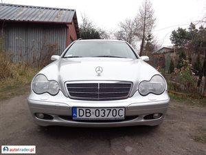 Mercedes 220 2.1 2002 r. - zobacz ofertę